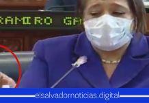 Nidia Díaz también es captada ahogándose de la tos en la Asamblea Legislativa