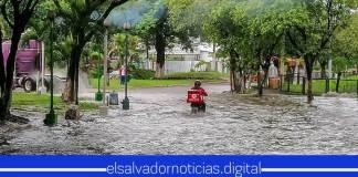 Salvadoreños siguen adelante a pesar de la crisis que pasa el país