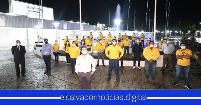 Estos son los héroes del equipo de Obras Públicas que trabaja 24/7 para la construcción del Hospital El Salvador