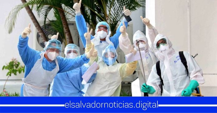 ISSS La Ceiba celebra 10 altas médicas de pacientes recuperados del Coronavirus
