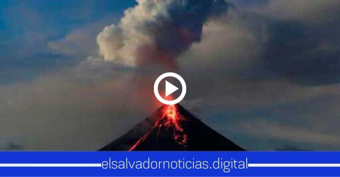 Guatemala en alerta por expulsión de lava del Volcán Pacaya, alcanzando un aproximado de 250 metros de longitud