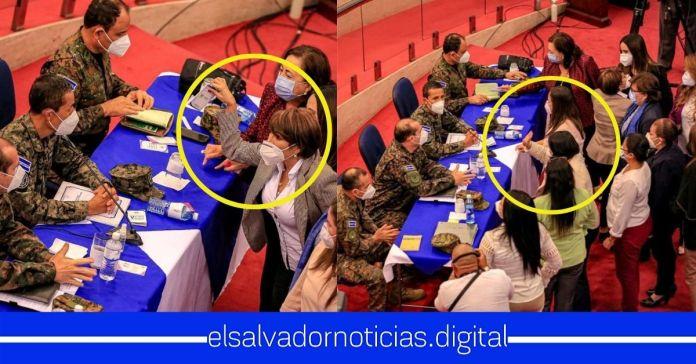 Diputadas de ARENA y FMLN se desesperan del coraje y le faltan el respeto al Ministro Monroy gritándole y lanzándole papeles en su cara