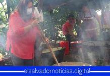 Captan a Nidia Díaz más desesperada que nunca, pidiendo votos a salvadoreños que viven en las zonas más humildes del paísCaptan a Nidia Díaz más desesperada que nunca, pidiendo votos a salvadoreños que viven en las zonas más humildes del país
