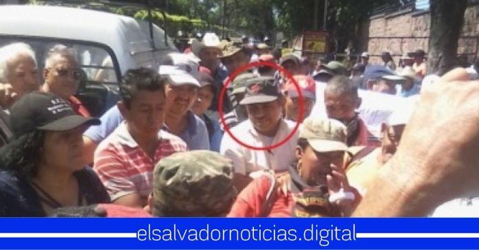 Carlos Ruiz diputado del FMLN organizó el cierre de calles
