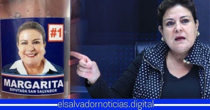 Margarita Escobar afirma que pegarle su cara y poner el número de su casilla en alcohol gel
