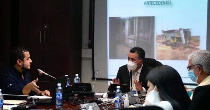 Portillo Cuadra interrumpe al Ministro Romeo solo por mostrar como dejaron los hospitales del país, pidiendo que no mostrara su presentación
