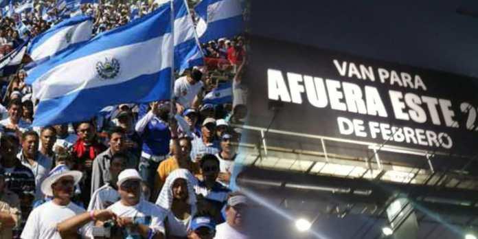 Salvadoreños mandan a hacer sus propias vallas afirmando a la oposición que el 28 de febrero van para afuera