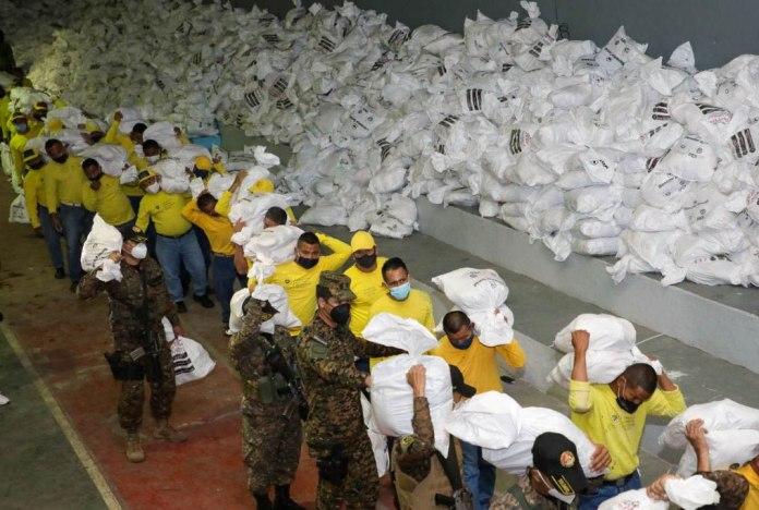 Gobierno continúa con la labor titánica de entrega de paquetes alimenticios a cada familia salvadoreña