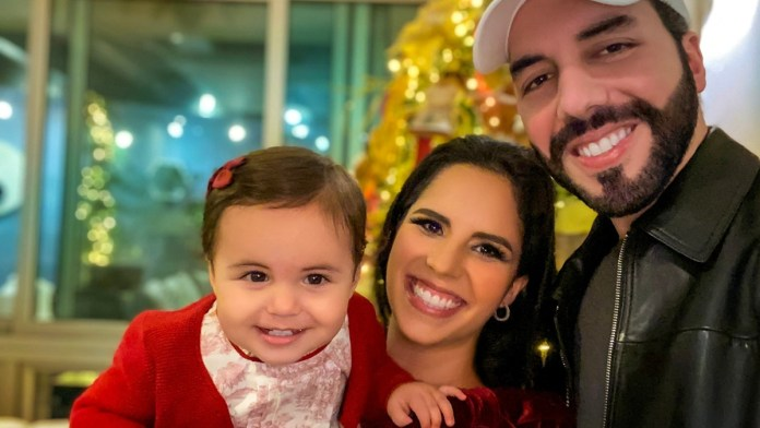 Así recibió el 2021 Nayib, Gabriela y Layla Bukele, juntos y deseando lo mejor para la vida de los salvadoreños