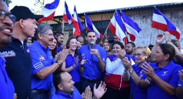 Muyshondt dice que «en San Salvador, la N es de Neto»