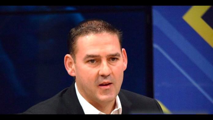 Neto Muyshondt admite en televisión en vivo tener plazas fantasma, en el programa entrevista con Nacho Castillo