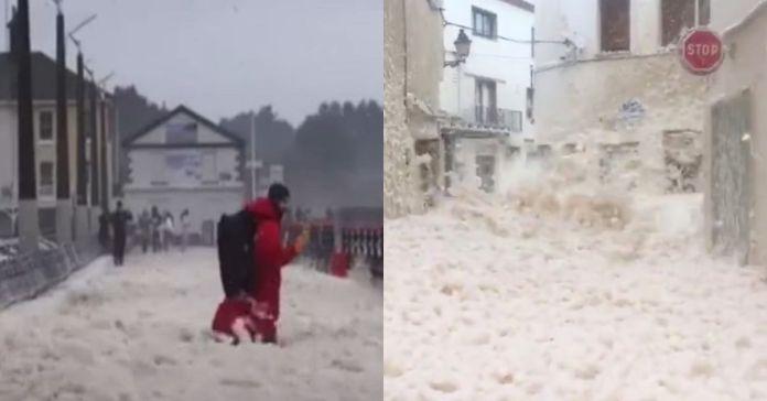 Una enorme masa de espuma marina envuelve una ciudad en Irlanda