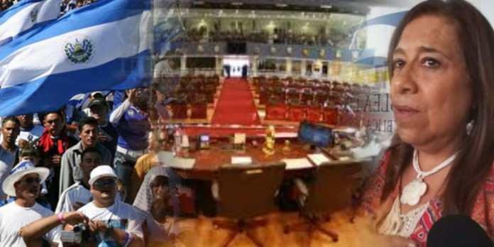 Salvadoreños piden desinfectar instalaciones de la Asamblea Legislativa con una limpia así como lo pidió Nidia Díaz