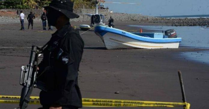 Por delito de homicidio culposo, la policía captura a conductor de lancha que volcó en Ilopango con 12 personas