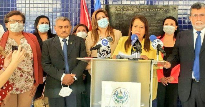 FMLN dice que se retira de la Asamblea con la «frente en alto y con las manos limpias»