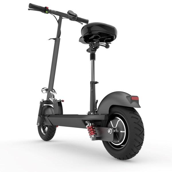 """0326B92E1F2D4C858B00D89223781AB1  Denna elscooter är väldigt stadig med bred ståplatta plats för båda fötterna jämte varandra. Välbyggd med dubbla stötdämpare och mekaniska bromsar fram och bak.- Motor: 1000W- Hastighet: max 40 km/h- Räckvidd: 60 km - 48V/22ah Litiumbatteri.- Gashandtag- Tändningslås med nyckel- Mekaniska bromsar fram/bak- Belysning fram/bak- Stötdämpare fram/bak- Bred platta att stå på, 25 cm bred- 10″ hjul med luftfyllda däck- Justerbart teleskopsskaft- Vikt: 24 kg- Kan beställas med eller utan sits <p class="""""""">Superfly är en kopia av Emove. Se video här: https://www.youtube.com/watch?v=Thwn-2S6yFg</p> <strong>Erbjudande: Det finns två Superfly 800+800 watt i lager nu. Pris: 12 000 kr.</strong>  Superfly 1000W"""