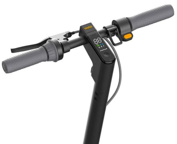 """Ninebot display  <h1><a href=""""https://elscooter.org/produkt/ninebot-max/"""">Ninebot Max G30</a></h1> <h3>Om Ninebot max</h3> G30 är rejält byggd för både asfalt och grusvägar. De stora 10 tums slanglösa däcken ger dig en komfortabel körning. Däcken är utrustade med ett extra gelélager på insidan för att motverka punkteringar. Ninebot max G30 är utrustad med framljus och bakljus samt mekanisk skivbroms fram och en elektronisk broms bak.<strong>Det finns nu 2 st oöppnade Ninebot max G30 för avhämtning i Jönköping.</strong><strong>Det finns ca 20 st på lager i Holland som skickas direkt hem till din adress. Leveranstid 7 dagar.</strong>- Hastighet: 25-30 km/h. Går att justera i mjukvaran.- Räckvidd: 65 km- Laddningstid: 6 h- Maxvikt: 100 kg- Motor: 350 Watt- Vajerlås ingår- Mekanisk broms fram. Elektrisk broms bak.- Display – Ja- Blåtand – Ja- Vattentålig – Ja, IPX5- Vikt: 18,7 kgTillverkarens sida: <a href=""""http://no-en.segway.com/products/ninebot-kickscooter-max-g30"""">http://no-en.segway.com/products/ninebot-kickscooter-max-g30</a>  Ninebot Max G30 - 350 watt"""