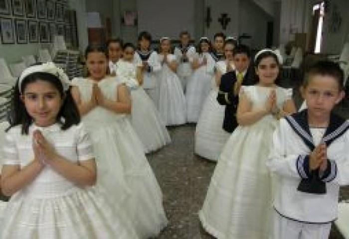 Bendición Para Los Niños De Primera Comunión En Alzira El Seis