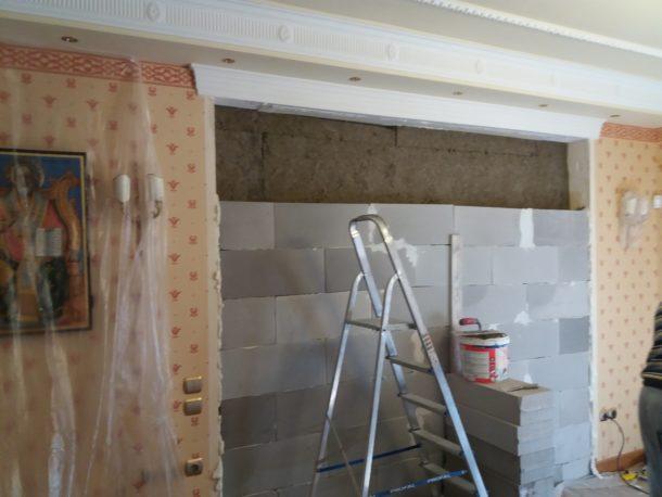 Ανακαίνιση κατοικίας στον Διόνυσο χτίσιμο τοίχου με ytong