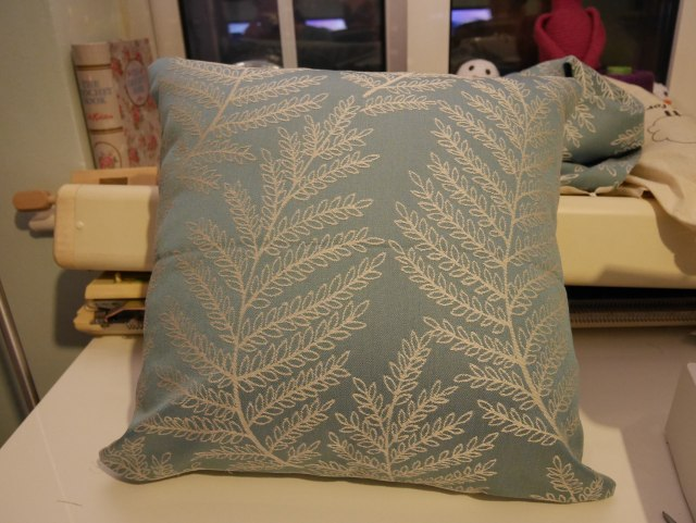 Hillary's blinds Safi Turquoise cushion