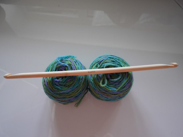 Kinki Amibari Tunisian crochet hook with yarn