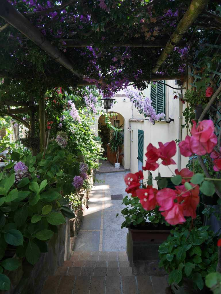 Front door in Capri, Italy