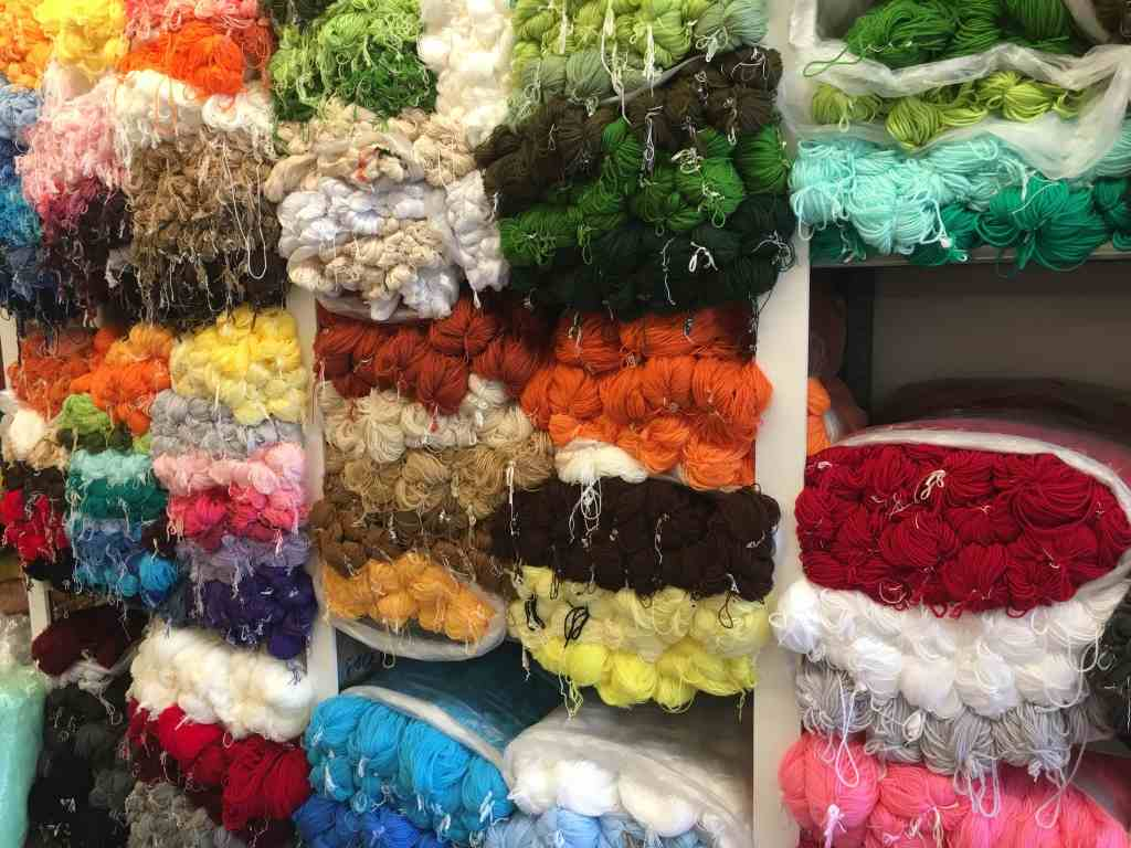 Wall of yarn in El Globo Oviedo