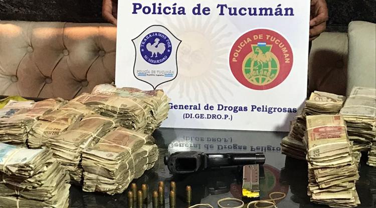 NARCOS: Detienen a tres personas y secuestran droga y más de un millón de pesos