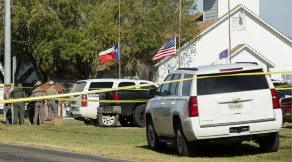 EE.UU: Tiroteo dentro de una iglesia de Texas: al menos 27 muertos