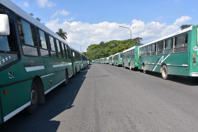 25 mil tucumanos sin transporte: Paro total en las líneas 4 y 102