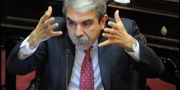 """Aníbal Fernández le pidió al PJ que """"se dejen de hacer los pelotudos"""" y """"pongan la cara""""."""