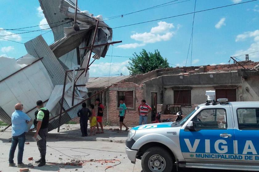 Clima extremo: Un remolino arrancó por completo el techo de una casa en Banda del Río Salí