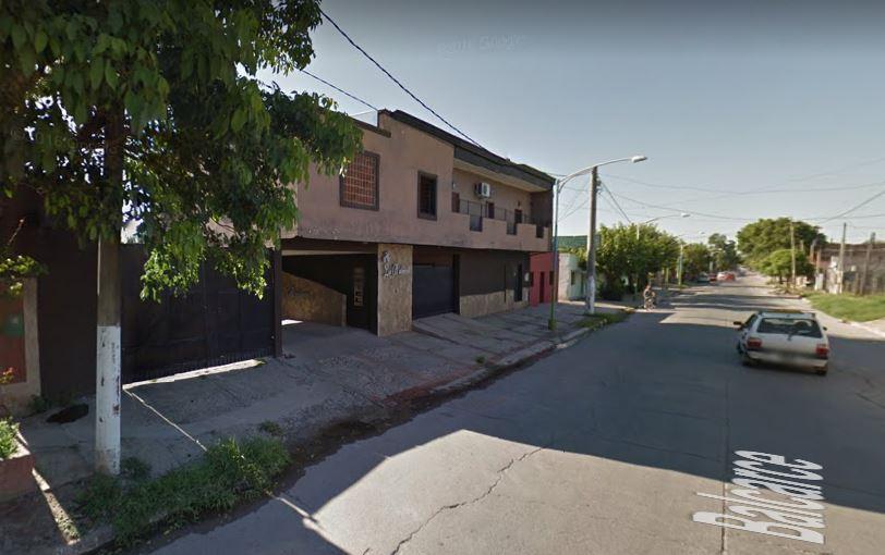 Un delincuente atacó, robó y abusó de dos jóvenes en un hotel alojamiento