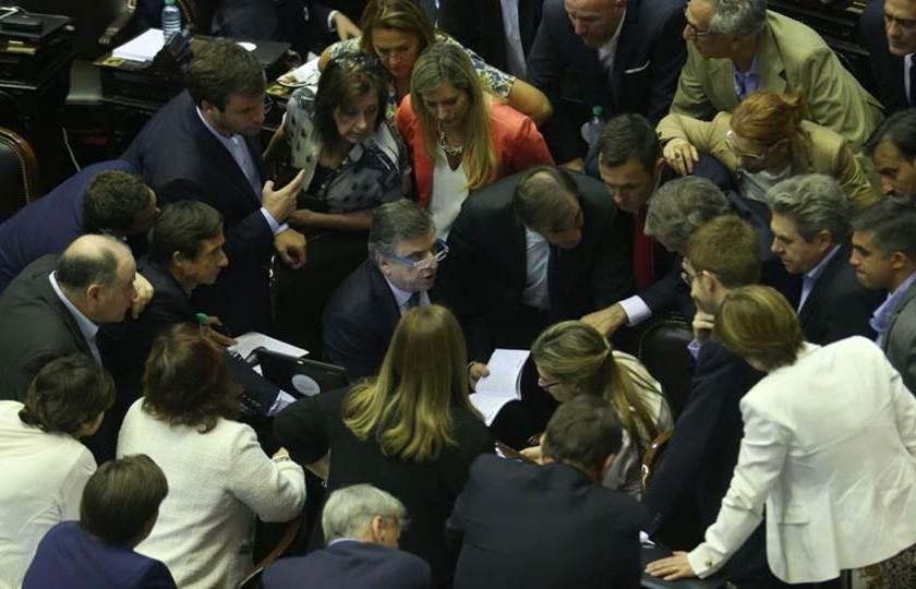 Reforma Previsional: Continúa la sesión en diputados y CAMBIEMOS insiste en aprobarla pese a las protestas y reclamos de distintos sectores sociales y politicos(EN VIVO)