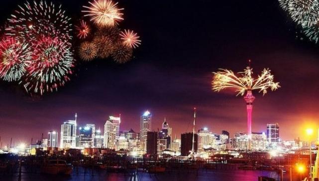 Con fuegos artificiales, iniciaron los festejos de Año Nuevo en el mundo