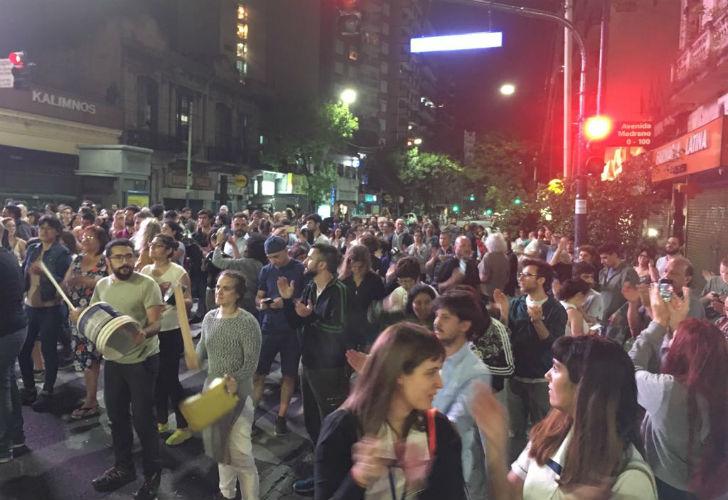 (VIDEO)Cacerolazos en la ciudad de Buenos Aires contra la reforma previsional