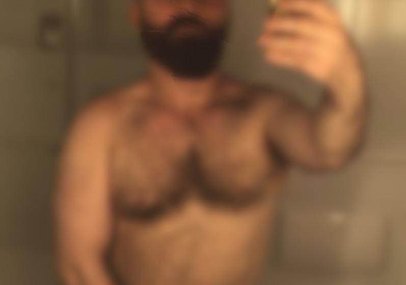 Maestro se filmó desnudo en el baño de una escuela y ahora lo extorsionan