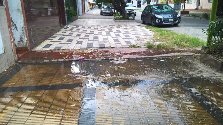 La SAT de Manzur inunda con liquidos cloacales las calles de la ciudad