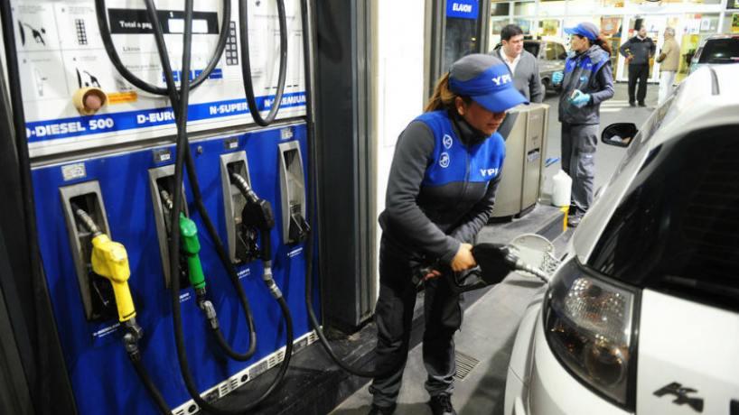 Se postergó el aumento de las naftas: negocian cuánto va a subir