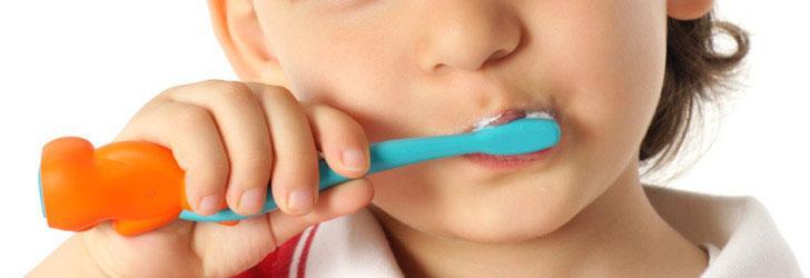 Para calmarle el dolor de muela le cepilló con cocaína los dientes a su hijo de 3 años