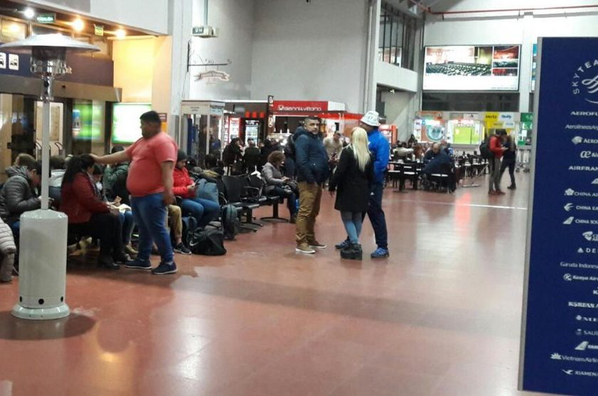 """""""Precariedad"""": Instalaron estufas a gas en el aeropuerto por la falla en la calefacción"""
