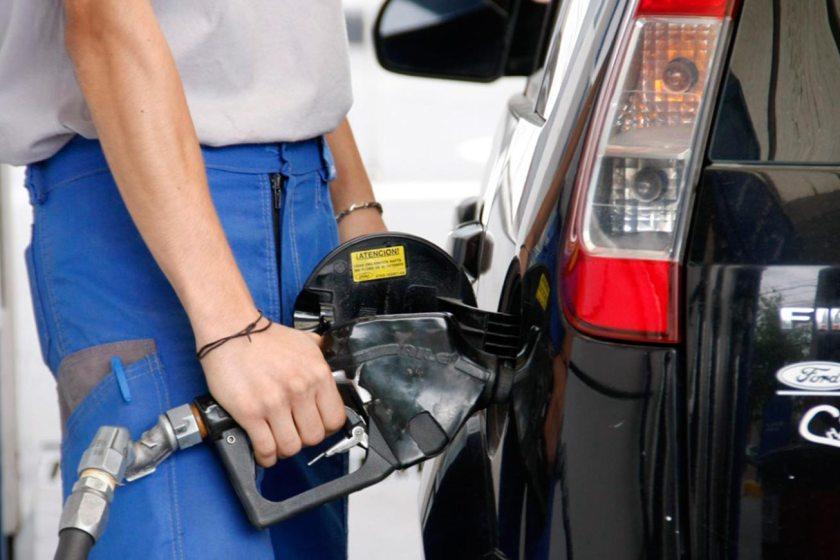 El gobierno autorizo un aumento de las naftas en un 5 %
