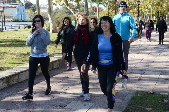 Solo 8 minutos de caminata por día impactan de manera positiva en la vida de las personas