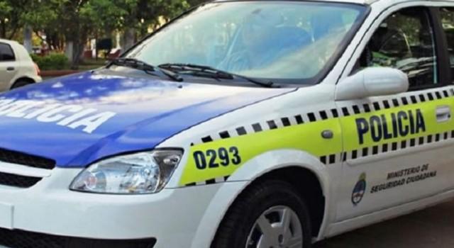 """"""" MAS DUDOSO"""" : Le robaron el arma a otro policía, """"se olvidó"""" de trabar las puertas del auto y se la sacaron"""
