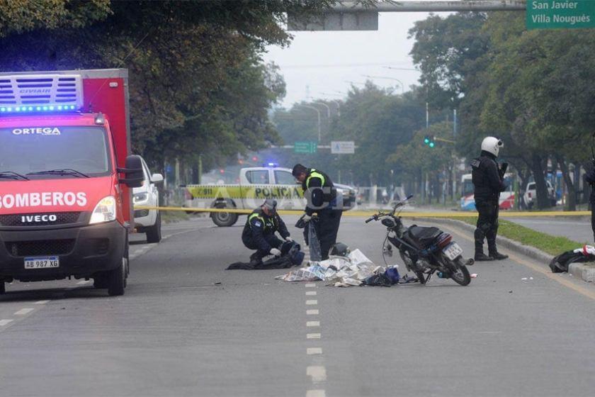 Un joven murió al caer de una moto en la avenida Mate de Luna al 3400