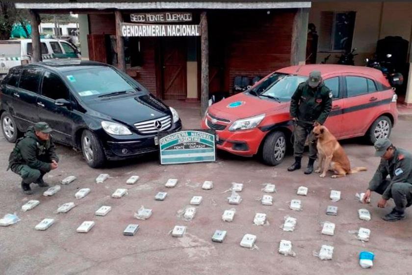 Gendarmes secuestraron 44 kilos de cocaína que detectaron en el guardabarros de un auto en Santiago del Estero