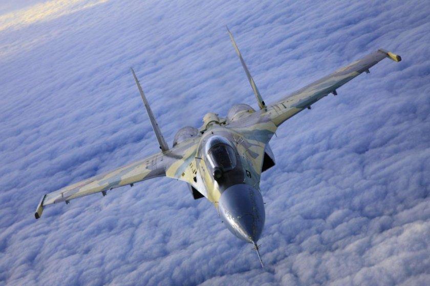"""GRAVE: Un avión de combate venezolano interceptó """"agresivamente"""" a un avión espía de la Fuerza Aérea norteamericana sobre el Caribe"""