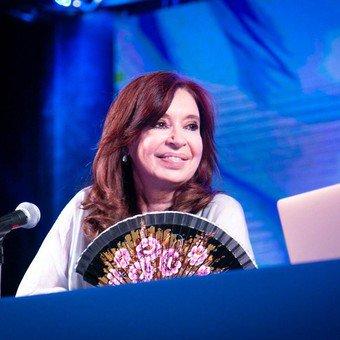 """Cristina presentó su libro en Misiones: """"La gente no vota a presidentes para que culpen a otros"""""""