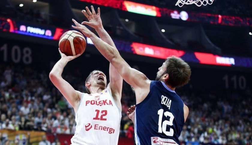 Argentina le gano con contundencia a Polonia y sigue en carrera