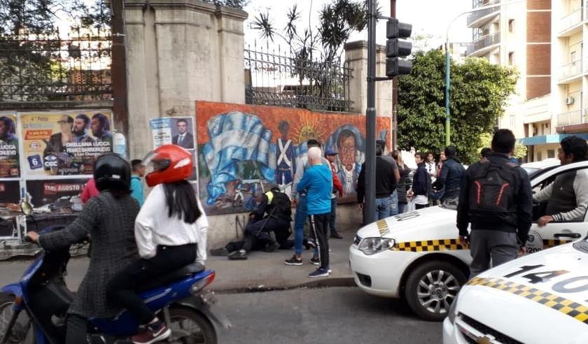 Transeúntes atrapan a un arrebatador y le dieron una golpiza en Barrio Sur
